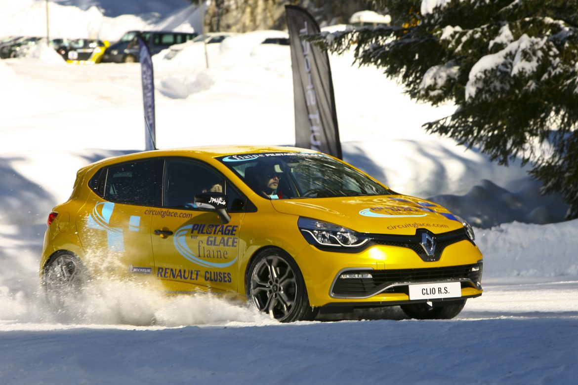 stage de pilotage sur glace sur circuit flaine avec renault sport. Black Bedroom Furniture Sets. Home Design Ideas